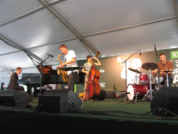 Photo of Sabtu siang di hari kesembilan bersama Richard Whiteman Quartet