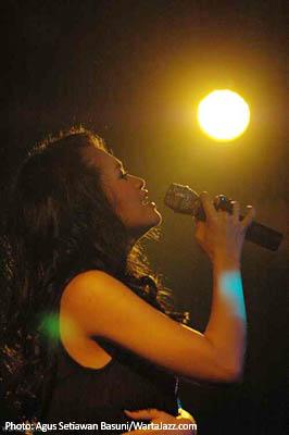 Andien saat tampil di My Sunday Jazz - My Place Malang
