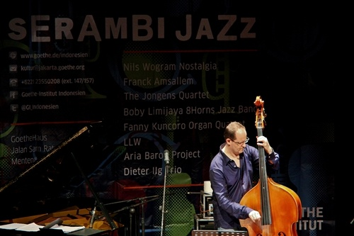 Photo of Dieter Ilg Trio akhiri putaran Serambi Jazz 2012