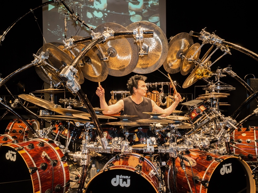 Photo of Gelar Konser Solo, Terry Bozzio Mainkan Drum Set dan Perkusi Terbesar di Dunia
