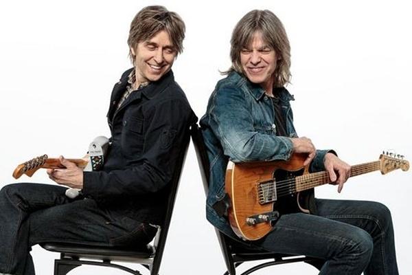 """Photo of Mike Stern dan Eric Johnson kolaborasi perdana dalam """"Eclectic"""""""