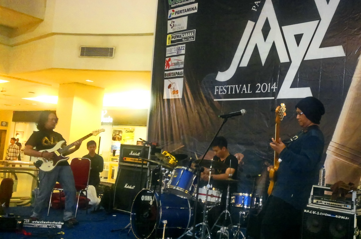 Photo of Bintang Indrianto Trio Berbagi Ilmu di PIM Jazz Festival