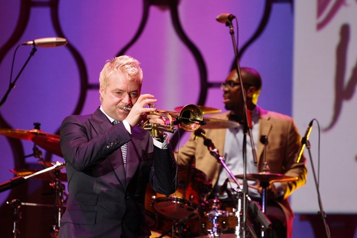 "Photo of Tak melulu ""romantis,"" Chris Botti sukses guncang Java Jazz"