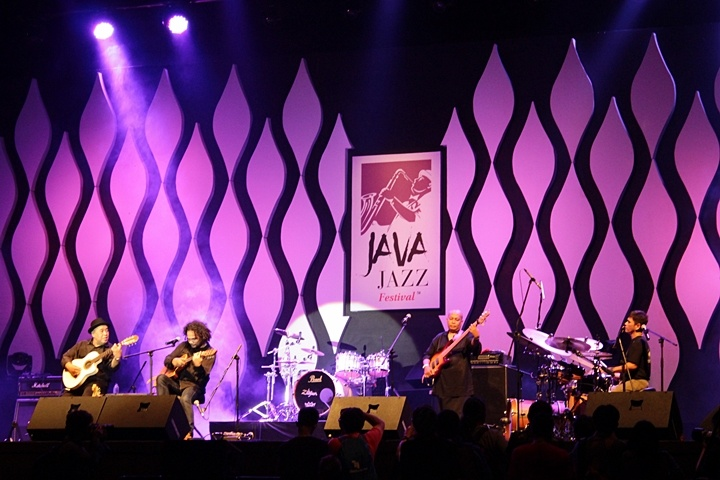 Photo of Gilang Ramadhan sanjung bunyi tradisi NTT lewat The Komodo Project (Java Jazz Festival 2015)