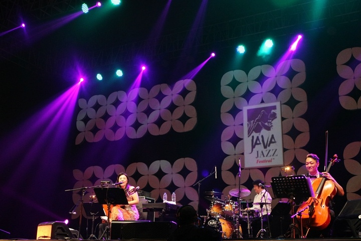 Photo of Lisa Ono tampil melenakan di Java Jazz Festival 2015