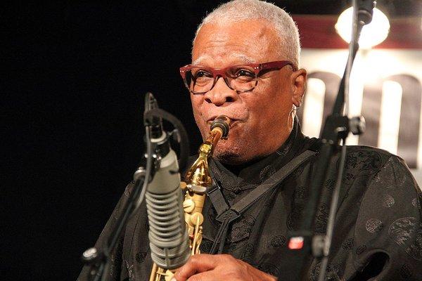 Photo of Bobby Watson – pemain saksofon, komposer sekaligus pendidik jazz