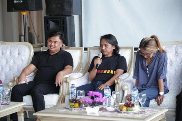 Photo of Purwacaraka, Dewa Budjana dan Trie Utami bersama Sound Of Borobudur tutup Festival Pamalayu Dharmasraya