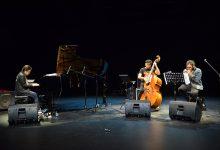 Photo of Pertunjukan Eksperimental Dwiki Dharmawan Trio di Jazz Buzz Salihara 2020